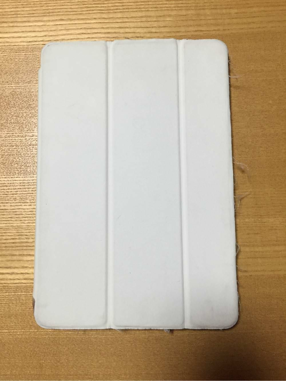100円ショップで買ったケースで覆われているiPad mini2表